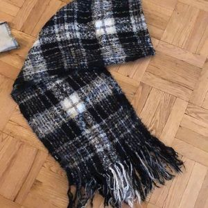 BDG Accessories - Gorgeous long soft scarf from Urban Outfitters
